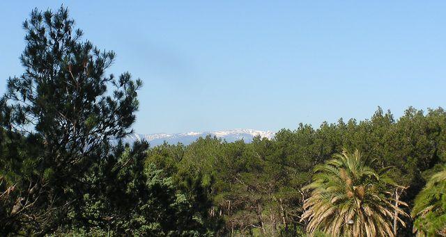 04 Die Schneebedeckten Gipfel der Pyrenäen