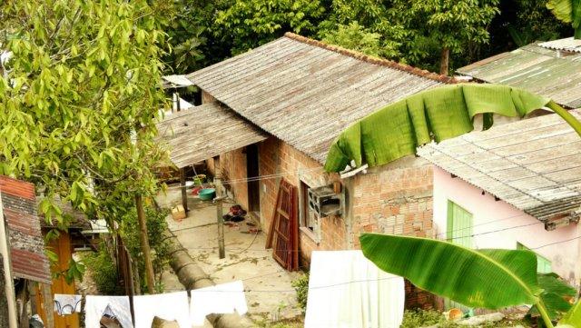 Das kleine aber volle Haus von Bu'ús Schwester in einer Favela der nördlichen Vororte.