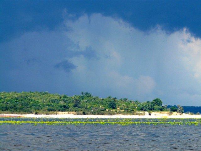Rio Negro mit den vielen einsamen Inseln.