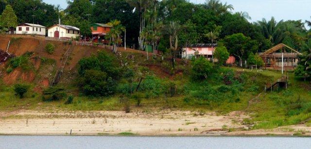 Links oben zu sehen, die Kirchen in Santa Maria, ganz rechts ein traditioneller Holzbau und bis 2012 ein Restaurant für Touristen.