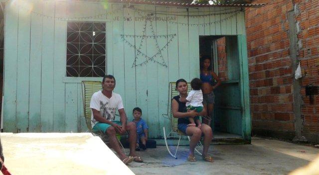 Die zufriedenen Nachbarn, die uns Dominospielen beigebracht haben.