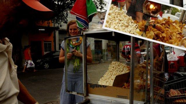 Die Öllampe wärmt die leckeren und salzigen Popcorns und Chips.