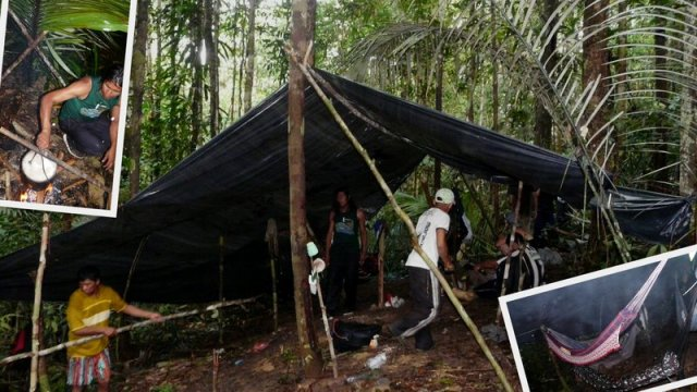 Das Urwaldcamp wird eingerichtet. Links oben: das Dach aus Palmen über dem Feuer und rechts unten, unsere Hängematten, teilweise übereinander gespannt.