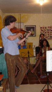 Renate macht der zweiten Geige etwas vor.