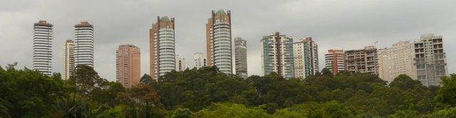 Reiches Viertel in Morumbi, São Paulo. Dort sind die Straßen leer und die Angst vor Favelabewohnern und Überfällen groß.