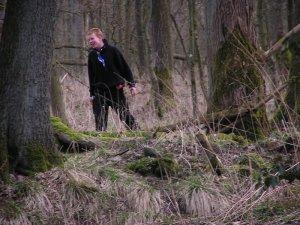 Ich als kleiner Junge auf Artabanlagern im Wald