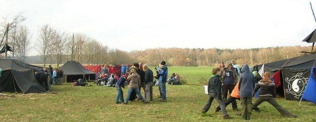 Ein Artabanlager, eine soziale Skulptur in der Natur mit geistig freien Menschen.